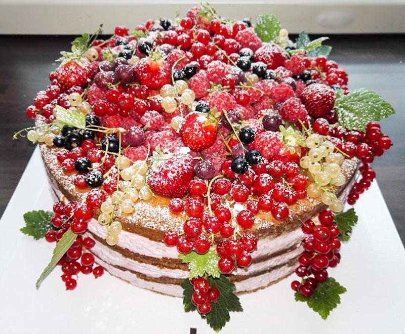 Marjainen naked cake